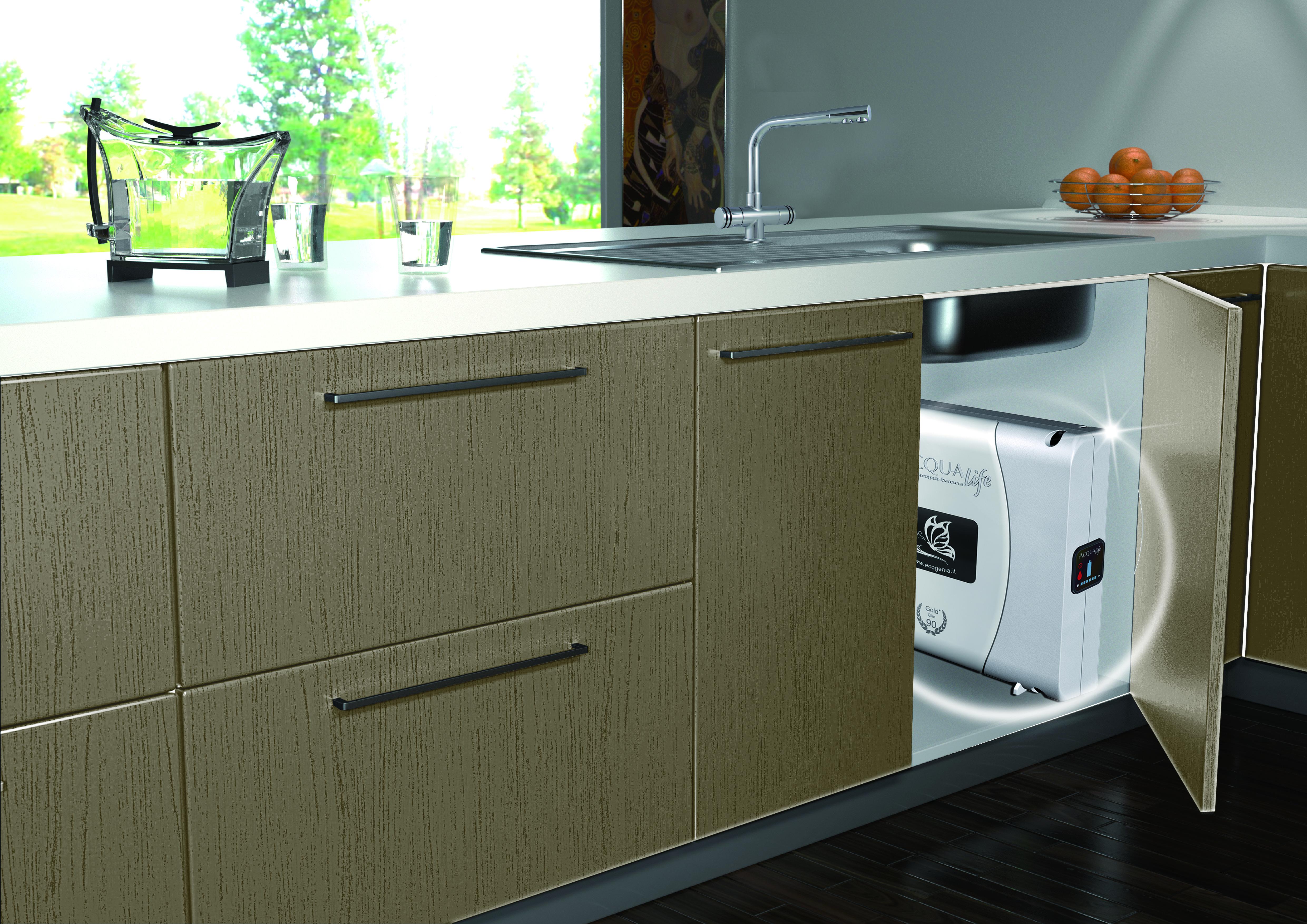 Depuratore d'acqua per cucina situato sotto al lavello