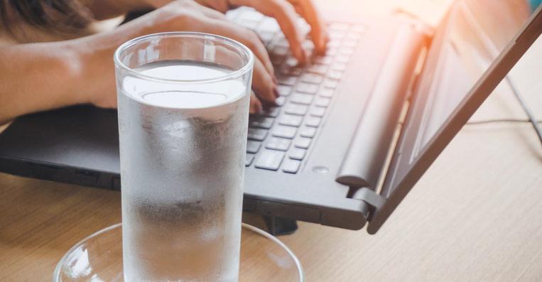 acqua refrigerata in ufficio con un depuratore ad acqua