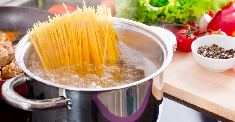 cucinare con acqua senza calcare con acqua pulita grazie all'anticalcare elettronico