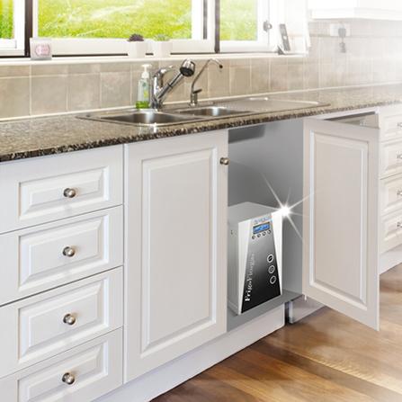 Depuratore d'acqua situato sotto il lavello