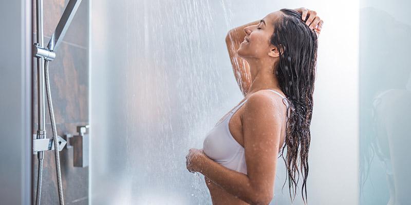 non utilizzare tanta acqua durante la doccia per risparmiare sull'impronta idrica