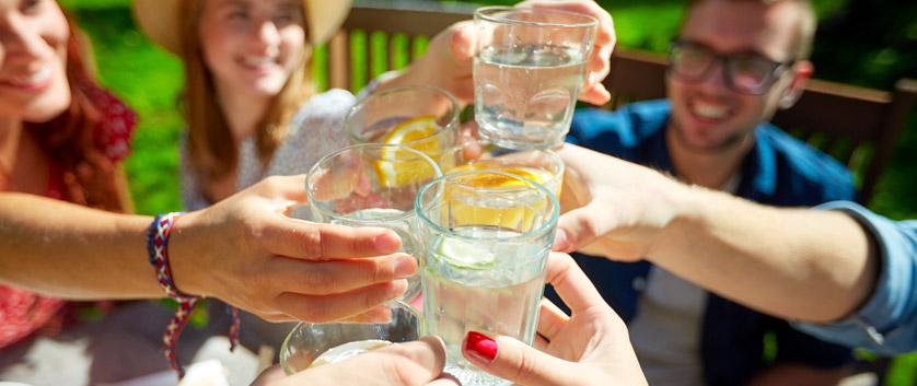 acqua depurata e buona dai rubinetti cucina di casa