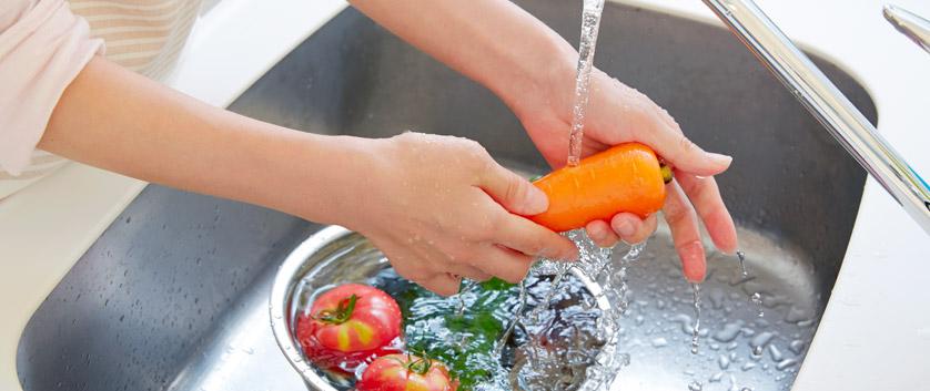 acqua pulita dal rubinetto cucina
