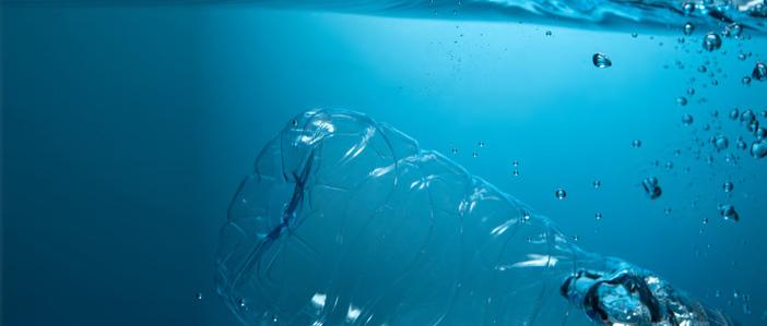 tracce di plastica nelle bottiglie di plastica