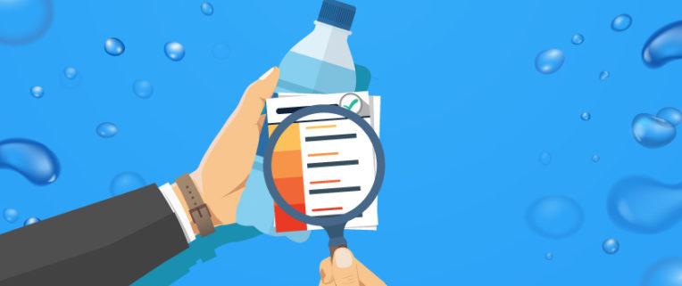 leggere etichetta dell'acqua minerale delle bottiglie