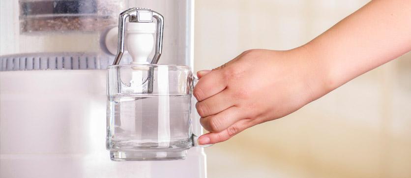 acqua alcalina ionizzata grazie a un purificatore d'acqua