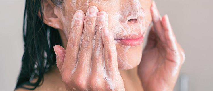 acqua micellare per la pulizia del viso