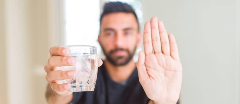 bere acqua non potabile fa male