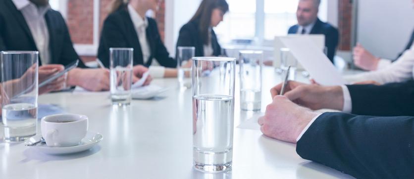 bere acqua dai dispenser acqua in ufficio