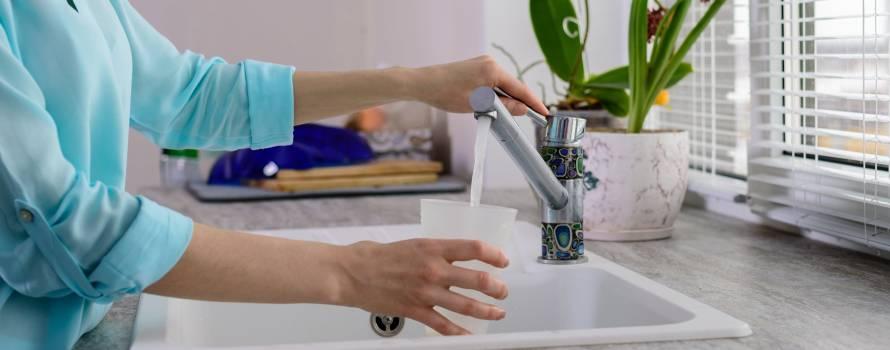 bere acqua del rubinetto per diminuire l'inquinamento