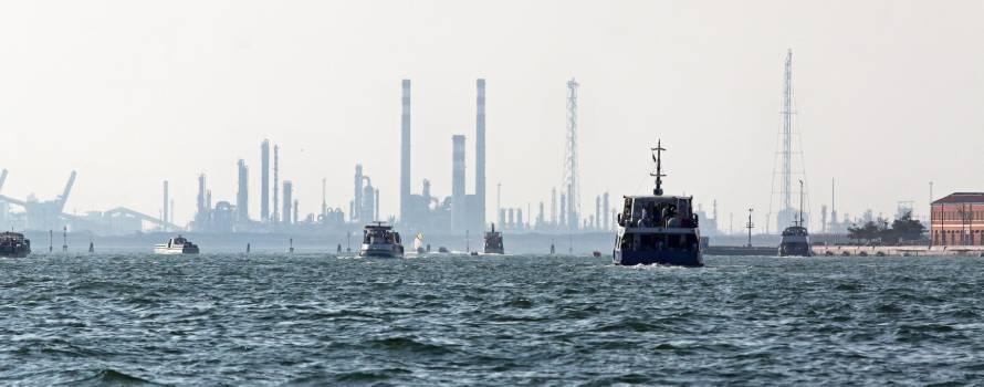 l'inquinamento del mar adriatico a causa dei tanti porti presenti
