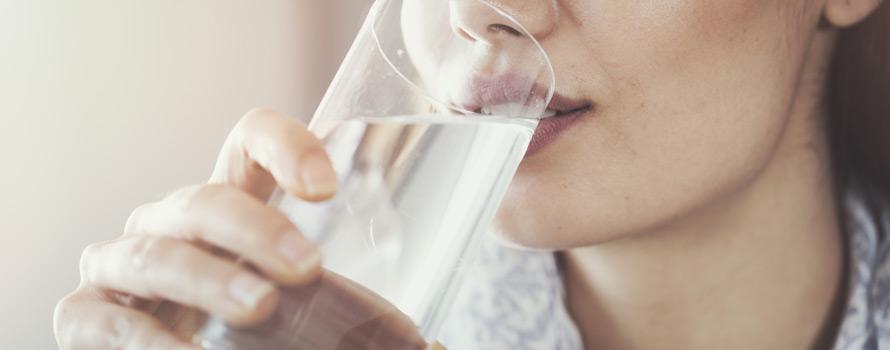 bere acqua fa bene al corpo umano