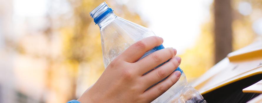 riciclare la plastica per avere un mare più pulito