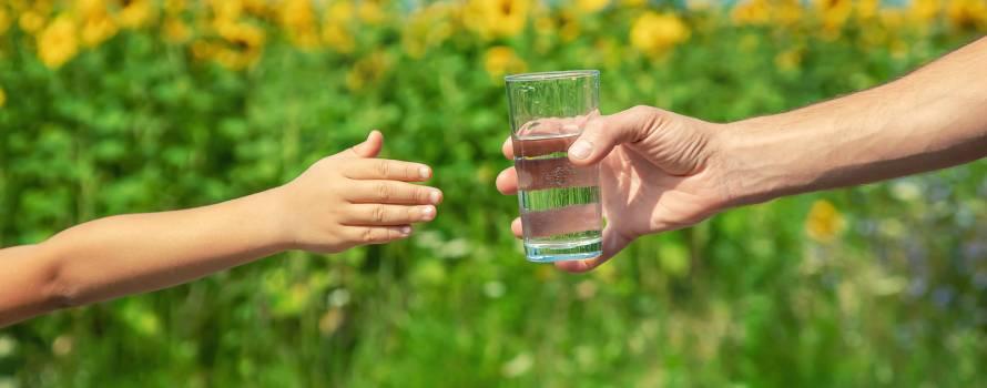 bere acqua è un bene di prima necessità