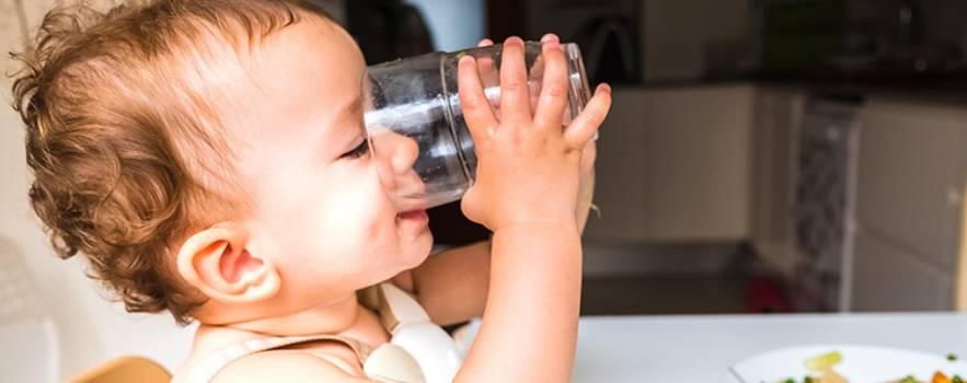 bere durante i pasti è fondamentale per la giusta assunizione