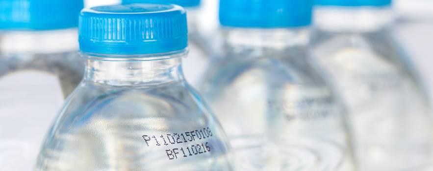 bere acqua scaduta, la giusta assunzione
