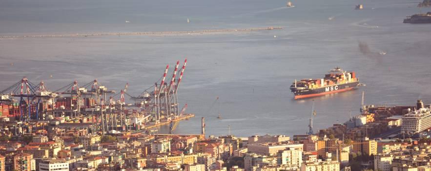 le navi, lo smog e i rifiuti nel mar ligure