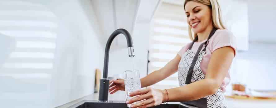 bere acqua direttamente dal rubinetto