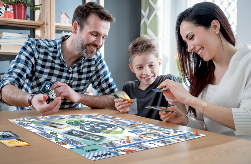 famiglia che gioca all'ecogioco acqualife
